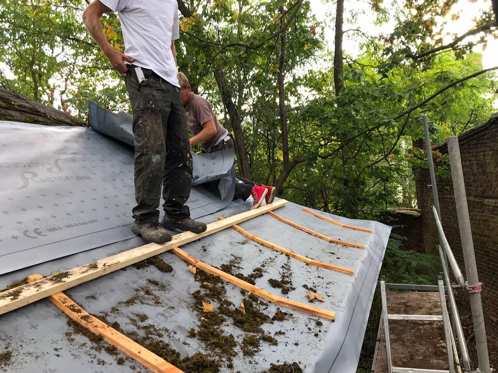 Sicherung Dach Gymnastikhaus im Lohelandgarten am 24.09.2020